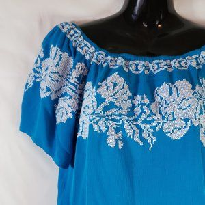 Izzy & Lola embroidered Mexican peasant top Medium